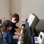 ピアノ大好きっ子、この指と~まれ(^o^)丿